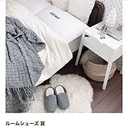アアリッカ/Bedroom/ムートンラグ/IKEA/ベッドサイドテーブル/DESIGN LETTERS…などのインテリア実例