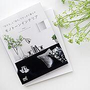 観葉植物/詰め替え/ラベル/食器棚収納/白黒インテリア/白黒グレー…などのインテリア実例