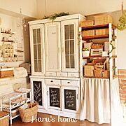 いなざうるす屋さん/食器棚リメイク/板壁DIY/ドライフラワー/いなざうるす屋さん♥︎/セリアリメイク…などのインテリア実例