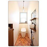 タイルの手洗/おしゃれなトイレ/可愛いトイレ/コラベルタイル/ナチュラルな暮らし/水色の窓…などのインテリア実例