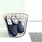 ダイソー/白黒/スリッパ入れ/麻紐/鉢植えスタンド/ワイヤーバスケット…などのインテリア実例