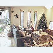 2mのクリスマスツリー/しまむらのラグ/ニトリソファー/手作りの星/ウッドフェンスDIY…などのインテリア実例