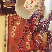 ニセモノはキライ/イームズ ヴィンテージ/ギターアンプ/ギター部屋/キリム…などのインテリア実例
