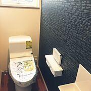 新築/TOTOトイレ/アクセントクロス/クッションフロア/TOTO手洗器/Bathroom…などのインテリア実例