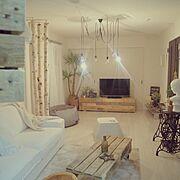 パレットテーブル/丸太の椅子/白樺の木/ハンドメイド/コーヒーテーブル/古材…などのインテリア実例