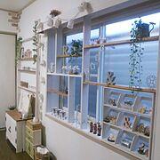 窓枠/ディスプレイ/飾り棚/間接照明/びん/カラボリメイク…などのインテリア実例