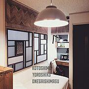 狭い部屋/ペイント壁/男前/窓枠/DIY/ヘリンボーン…などのインテリア実例