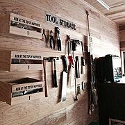 ステンシルプレート/無垢材の壁/アメリカ工業系/昭和ポンコツチーム/木の家…などのインテリア実例