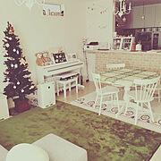 ホワイトクリスマスツリーのインテリア実例写真