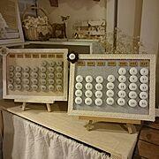 インスタ→tomo_mon2/月と日付が合ってない!(笑)/くるみボタン/メルカリで販売予定です♡…などのインテリア実例