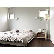 Bedroom/壁紙/緑のある暮らし/シンプルインテリア/ベッドサイドテーブル/北欧…などのインテリア実例