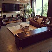 コンクリートの床/石膏ボードでコンクリート打ちっ放し風/テレビ台DIY/すのこDIY…などのインテリア実例