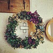 プリザーブドフラワー紫陽花リース♪/古い紙モノ/ステンドグラスオーナメント/玄関ディスプレイ…などのインテリア実例