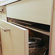 デッドスペース活用/ダイソー/トレイ収納/つっぱり棒/シンク下引き出し/Kitchen…などのインテリア実例