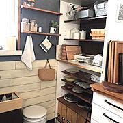 ベニヤ板壁/ミルクペイント/食器棚リメイク/セルフリフォーム/Kitchen…などのインテリア実例