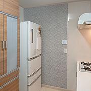 二世帯住宅の二階/狭い家/キッチン奥の壁/壁紙DIY/タイル調壁紙/子供と暮らす…などのインテリア実例