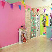 Lounge/カラフルな壁紙/壁紙屋本舗/DIY…などのインテリア実例