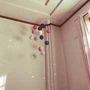 可愛いのが好き/雑貨/壁面装飾/可愛い/サンキャッチャー/コットンボール…などのインテリア実例