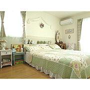 キルトのベッドカバーのインテリア実例写真