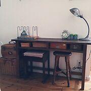 はんこケース/古い時計/ミシンの椅子/アンティークチェア/古い本立て/アンティークライト…などのインテリア実例