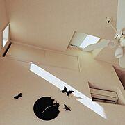 ロフト部屋/ファン/天窓/時計/Lounge…などのインテリア実例
