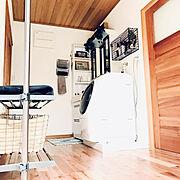 西海岸インテリア/無垢材/木の家/洗面所/コートハンガー/ドラム式洗濯機…などのインテリア実例
