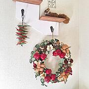 ダイソー ウォールシェルフ/ダイソー/100均/クリスマス/クリスマスディスプレイ/リース 手作り…などのインテリア実例