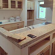 キッチンカウンター/モザイクタイル/造作/アイアン/チェッカーガラス/吊り戸棚…などのインテリア実例