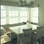海外インテリアに憧れる/ダイニング/ヌックスタイル/ベンチシート/板張りの壁/勾配天井…などのインテリア実例