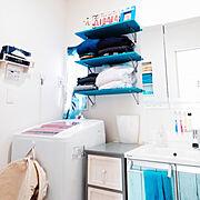 ダイソーランドリーバッグ/棚DIY/ダイソーリメイクシート/生活感丸出し/ブルー系…などのインテリア実例