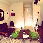 ローテーブル/ソファ/ラグ 緑/茶色が好き/コーヒーテーブル/Tシャツ…などのインテリア実例