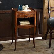 アンティークの家具のインテリア実例写真