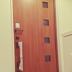 玄関/入り口/リクシルの玄関ドア/注文住宅/狭い/二世帯完全別離型...などのインテリア実例 - 2015-10-26 12:24:46