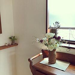 花のある暮らし/棚/フラワーアレンジ/チューリップ/陶器の花びん...などのインテリア実例 - 2020-04-12 21:22:33