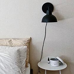 ベッド周り/ベッドサイド/模様替え中/海外インテリア/モノトーン+差し色...などのインテリア実例 - 2020-08-03 00:25:25