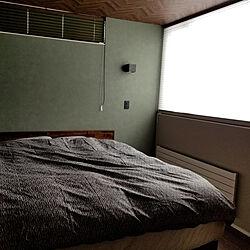 ベッド周り/寝室ベッド/緑壁紙/落ち着く配色/ワイドキングサイズのインテリア実例 - 2018-03-08 08:53:31