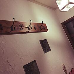 しっくい壁DIY/アイアン雑貨/コート掛け DIY/ガラスブロックDIY/玄関...などのインテリア実例 - 2019-08-12 00:05:49