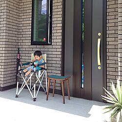 玄関/入り口/アイス食べてる時はご機嫌^^;/リュウゼツラン/宮崎椅子製作所/反抗期の息子...などのインテリア実例 - 2015-07-24 12:02:02