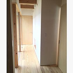 部屋全体/中庭のある家/杉板の床/木製建具/新築のインテリア実例 - 2019-01-16 12:47:34
