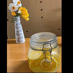 癒し◡̈❁*/花好き/花瓶♡/レモンシロップ/容器は100均...などのインテリア実例 - 2020-04-01 17:07:17