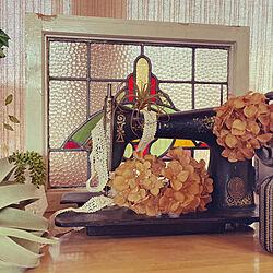 ステンドグラス/古道具ミシン/セリア紫陽花リメイク/アンティーク/レトロ...などのインテリア実例 - 2021-05-06 16:11:57