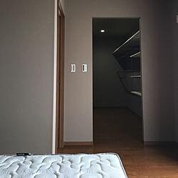 ベッド周り/ウォークインクローゼット/WIC/グレージュの壁紙のインテリア実例 - 2018-10-03 10:08:43