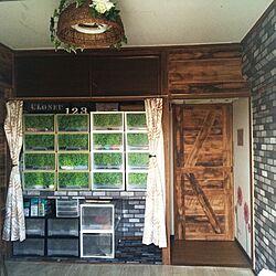 部屋全体/ふすまに壁紙/ダイソーのフェイクグリーン/ニトリの照明/キャンドゥのインテリアシート...などのインテリア実例 - 2015-09-15 14:38:32