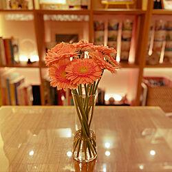コロナに負けるな/ガーベラ/無印良品/フラワーベース/花びん...などのインテリア実例 - 2020-04-11 20:35:00