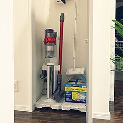 掃除ロッカー/充電中/ダイソン収納/ダイソンの充電スタンド/ダイソン...などのインテリア実例 - 2019-07-31 04:16:04
