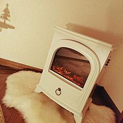 ベッド周り/一人暮らし/ホワイト?!/暖炉型ファンヒーター/ムートンマット...などのインテリア実例 - 2017-11-05 21:31:39