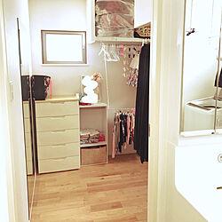 三姉妹と私の衣装部屋/ウォークインクローゼット入り口/ランドリースペースから直結!/こどもと暮らす。/こどものいる生活...などのインテリア実例 - 2020-07-07 13:32:42
