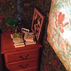 ベッド周り/ウィリアム・モリス/照明/ベッドサイドテーブルのインテリア実例 - 2014-01-26 09:40:52