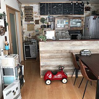 女性家族暮らし4LDK、木目調壁紙に関するrumiさんの実例写真