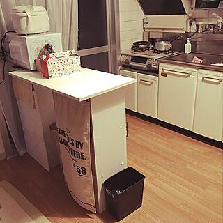 キッチン/ホワイトブルックリン/カラーボックス DIY/カウンターDIY/団地 賃貸...などのインテリア実例 - 2017-05-02 00:02:03